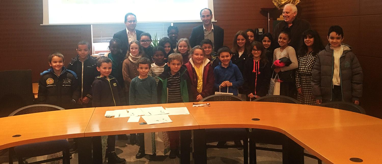 Les jeunes élus accueillis en mairie