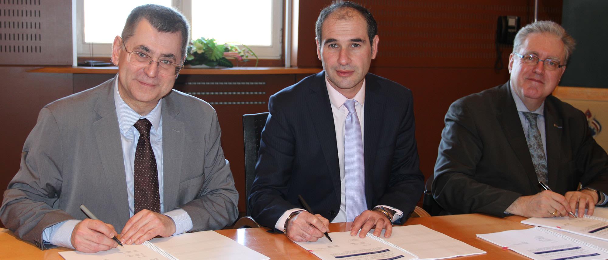 Signature d'une convention entre la CAF et Elbeuf
