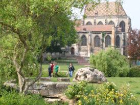 Jardin Youinou et église saint-Etienne