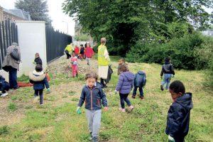 Des opérations «Nettoyons la nature» sont organisées chaque année avec les écoles et pour le grand public.